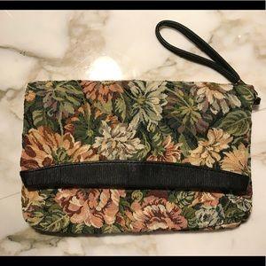 Handbags - Vintage floral patterned expandable Clutch